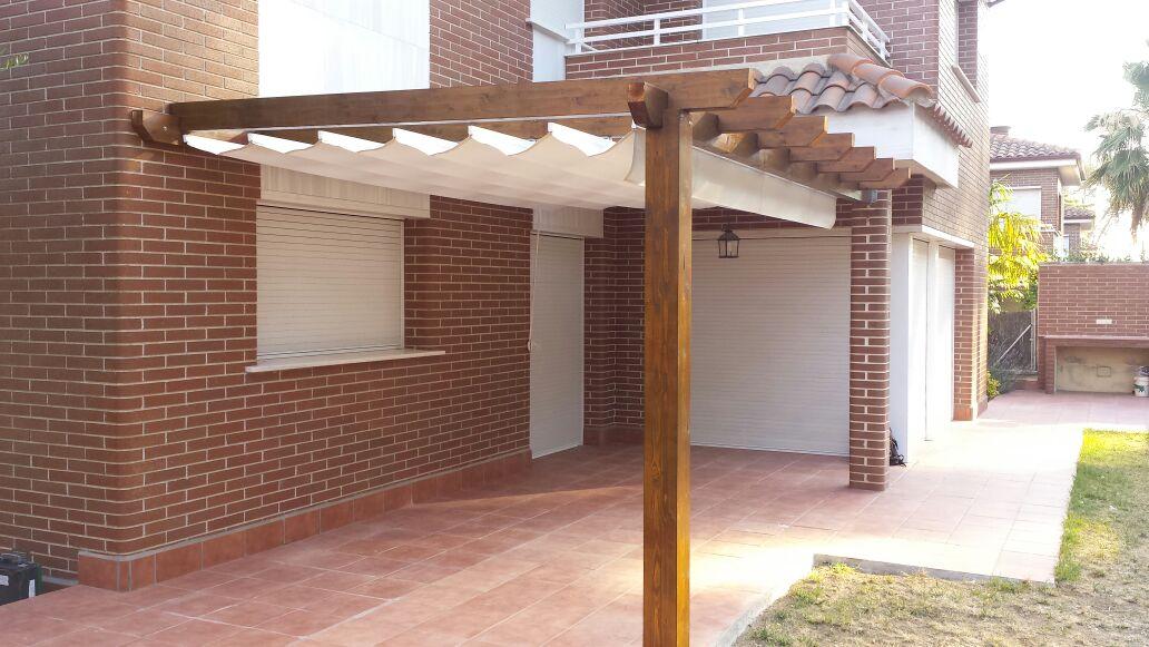 Pergolas con toldo montada en montcada i reixac barcelona montajes en madera de exterior - Pergolas con toldo ...