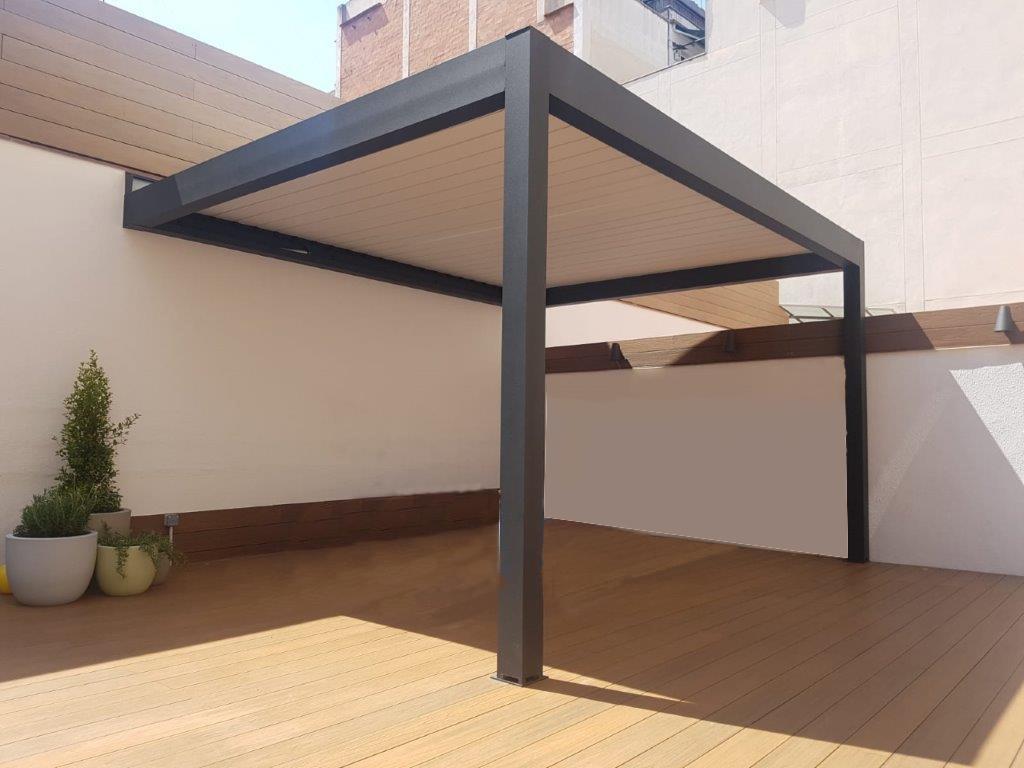Pérgola bioclimática de lamas orientables de aluminio para terraza